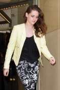 Kristen Stewart Sighting In Paris - September 27, 2012