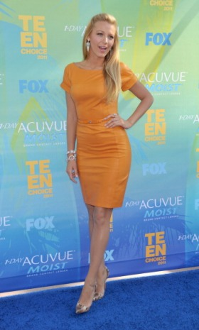 UNIVERSAL CITY, CA - AUGUST 7: Blake Lively arrives at Teen Choice 2011 at the Gibson Amphitheatre on August 7, 2011 in Universal City, California. (Photo by Gregg DeGuire/FilmMagic)