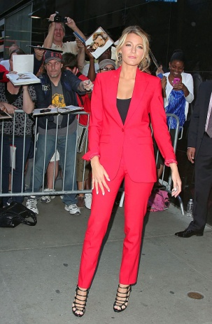 NEW YORK, NY - JUNE 27: Blake Lively is seen on June 27, 2012 in New York City. (Photo by DISCIULLO/Bauer-Griffin/GC Images)