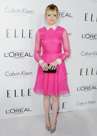 emma-stone-showed-off-brilliant-bright-pink-charming-valentino