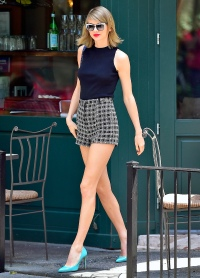 1435786246_taylor-swift-may-26-2105-zoom