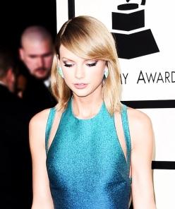 2015-blue-dress-grammy-Favim.com-2541925