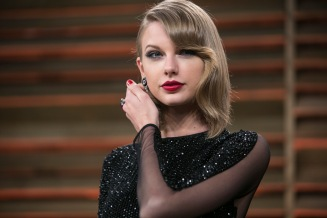 Taylor Swift arrives to the 2014 Vanity Fair Oscar Party on March 2, 2014 in West Hollywood, California. AFP PHOTO/ADRIAN SANCHEZ-GONZALEZ (Photo credit should read ADRIAN SANCHEZ-GONZALEZ/AFP/Getty Images)