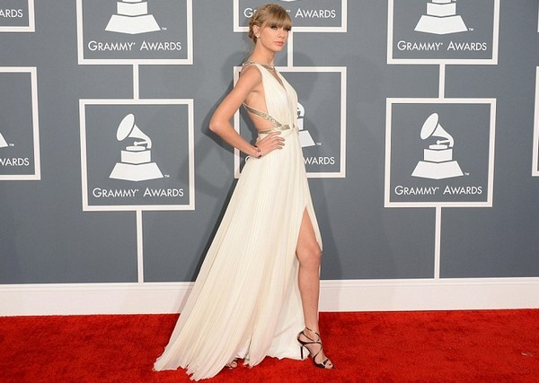 Grammy-Awards-2013-Rec-Carpet-Best-Dressed-Taylor-Swift-Grammys-2013-Red-Carpet-Fashion-And-Performance41-600×427