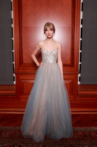 Taylor-Swift-Best-Red-Carpet-Moments-Middle-Eastern-Designers-01-The-Nashville-Symphony-Ball-Reem-Acra