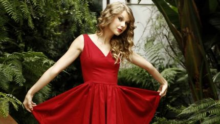 Taylor-Swift-Gorgeous-in-Red-HD-Wallpaper2