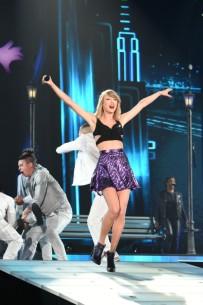 Taylor-Swift-in-Tokyo-640x961