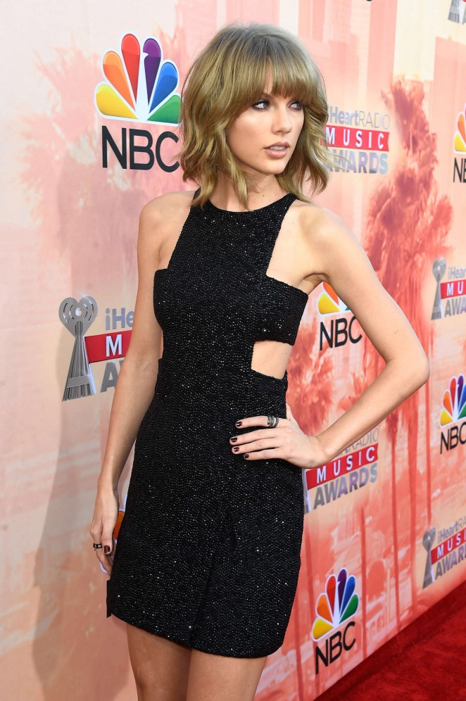 Taylor-Swift_-2015-iHeartRadio-Music-Awards–13-662×996
