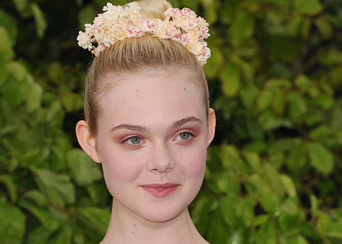 Celeb-Guide-How-To-Make-Top-Knot-Red-Carpet-Worthy-Elle-Fanning-1