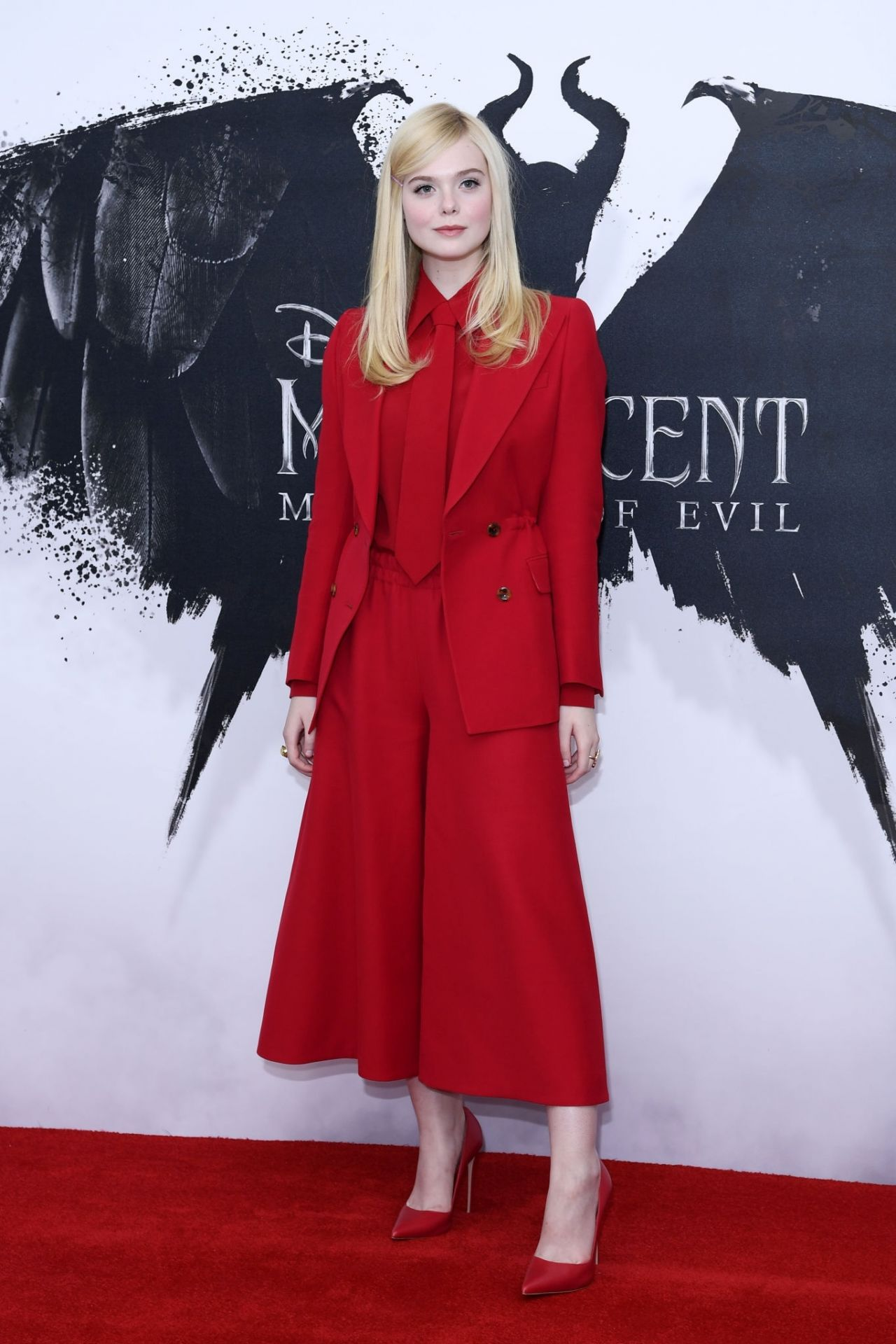 elle-fanning-maleficent-mistress-of-evil-photocall-in-london-6