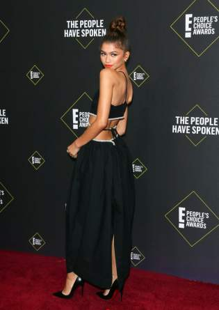 zendaya-at-2019-people-choice-awards-pictures