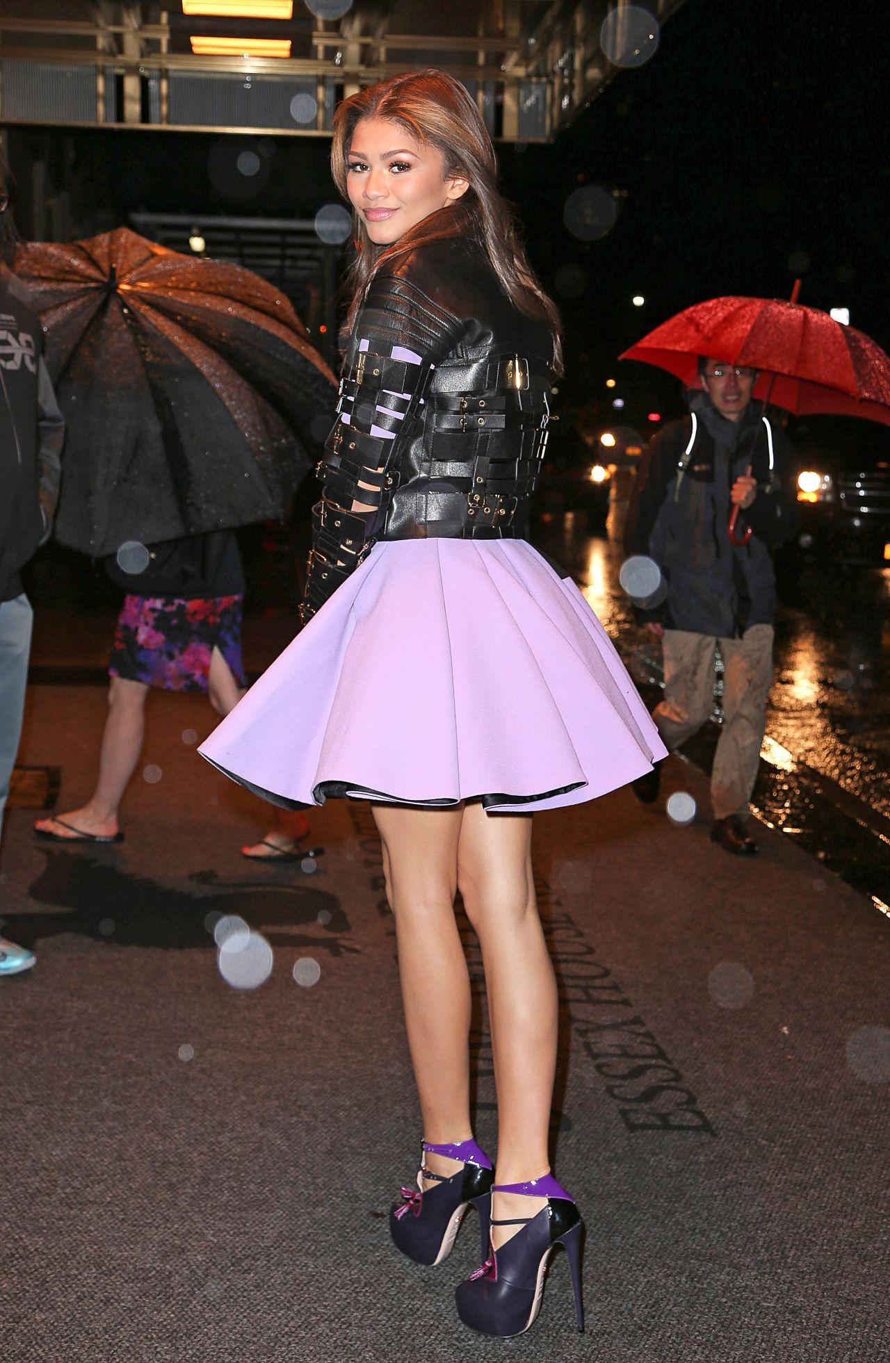 zendaya-coleman-leggy-in-mini-skirt-going-to-dinner-in-new-york-city-april-2014_1