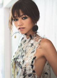 zendaya-vogue-magazine-july-2017-cover-and-photos-1