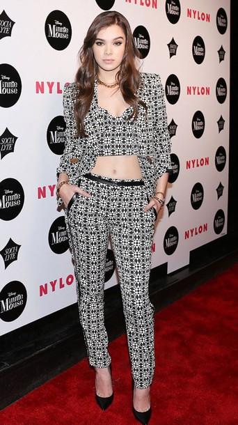 8u2qms-l-610×610-pants–hailee+steinfeld-pumps-crop+tops-suit-blazer-black+white-pattern-ny+fashion+week+2016