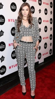 8u2qms-l-610x610-pants--hailee+steinfeld-pumps-crop+tops-suit-blazer-black+white-pattern-ny+fashion+week+2016