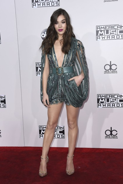 52237602 Celebrities at the 2016 American Music Awards held at the Microsoft Theatre L.A. Live in Los Angeles, California on November 20, 2016. Celebrities at the 2016 American Music Awards held at the Microsoft Theatre L.A. Live in Los Angeles, California on November 20, 2016. Pictured: Hailee Steinfeld FameFlynet, Inc - Beverly Hills, CA, USA - +1 (310) 505-9876 RESTRICTIONS APPLY: NO FRANCE