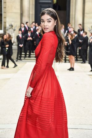 hailee-steinfeld-at-valentino-fashion-show-at-paris-fashion-week-10-02-2016_8