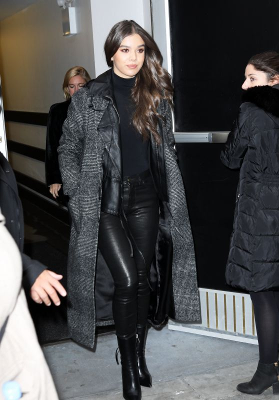 hailee-steinfeld-style-and-fashion-12-20-2018-5_thumbnail