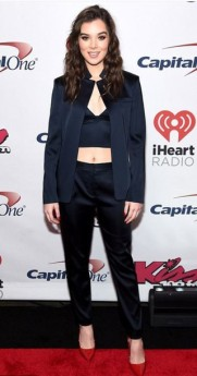 kn1uhy-l-610x610--pants-navy-hailee+steinfeld-pumps-jacket-suit-blazer